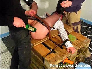 Amateur slut fist fucked by two builders